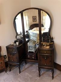 2 of 4 piece bedroom set, dressing table