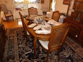 thomasville table with 6 chairs