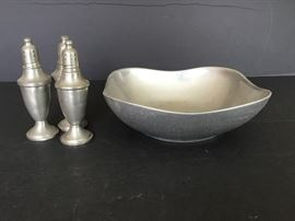 Bowl with Salt and Pepper Shakers https://ctbids.com/#!/description/share/55333