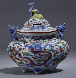 Chinese doucai porcelain incense burner, 19th c.