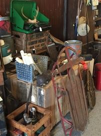 VINTAGE HUNTING ITEMS/WOOD SLEIGH