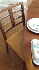Great Looking Mid Century Table with Leaves and 6 Chairs