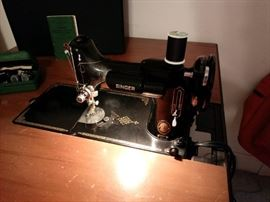 Singer Featherweight 221 Additional View