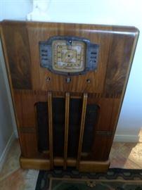 Circa 1950 Radio ( non-working)