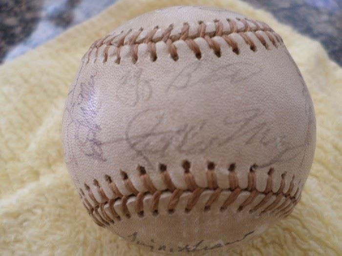 1973 Mets Baseball signed by 23 plaers