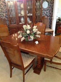 Lovely dining table (has a leaf) and 6 chairs