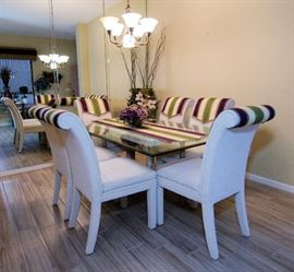 Gorgeous glass dining table and chairs. In the utmost pristine condition.