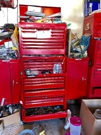 Great large tool chest with sides for more tools