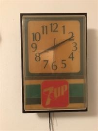Vintage 7-Up Cola Wall hanging electric clock