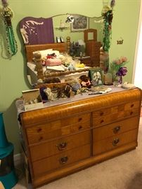 Art deco dresser with beautiful mirror