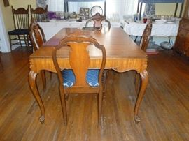 Matching DR Table w/4 chairs
