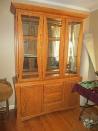 OAK CHINA CABINET (IS 2 PIECES)