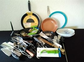 Pans, pie plates & utensils https://ctbids.com/#!/description/share/71158