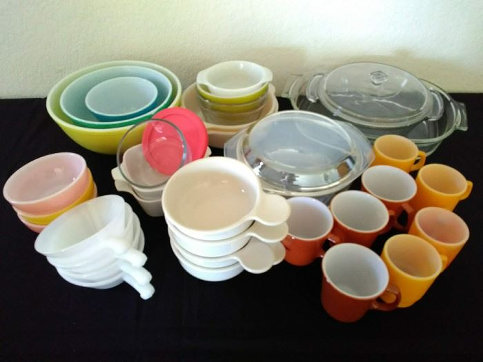 Bowls and dish ware https://ctbids.com/#!/description/share/71152
