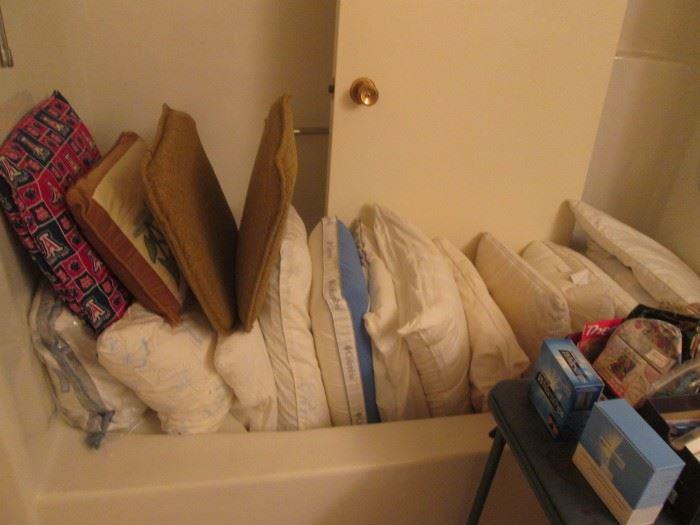Bed & Throw Pillows