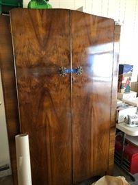Paragon armoire