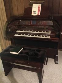 High-end Royals Model SU/500 Lowery organ.