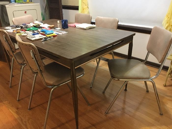 Vintage dinette set—table with 6 chairs.