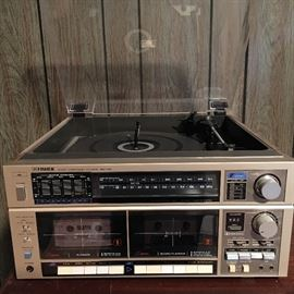 Vintage Fisher MC-725 audio component system with 2 speakers.