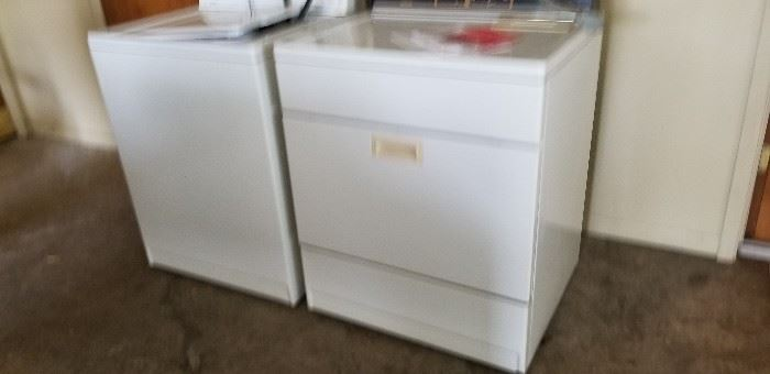 Older model washer and dryer in great working condition