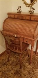 Lady like roll top desk with chair
