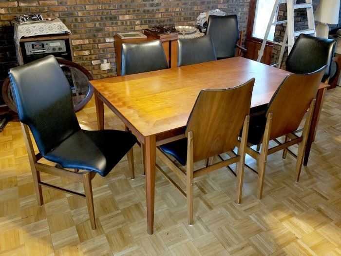 Mid century modern table, 8 chairs and leafs. So unique! (Lane furniture)