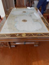 Decorous dining table