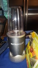 Nutri Bullet with Instructions & Recipe Book Included