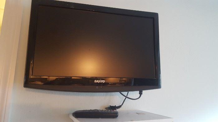 """Sanyo TV  Flat Screen 18"""" Flat Scree TV"""