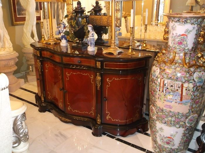 Buffet with black lacquer and gold trim