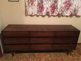 Mid-century drawer dresser