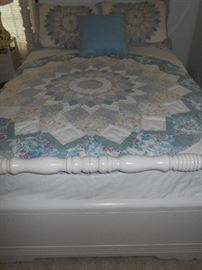 Antique complete full bed