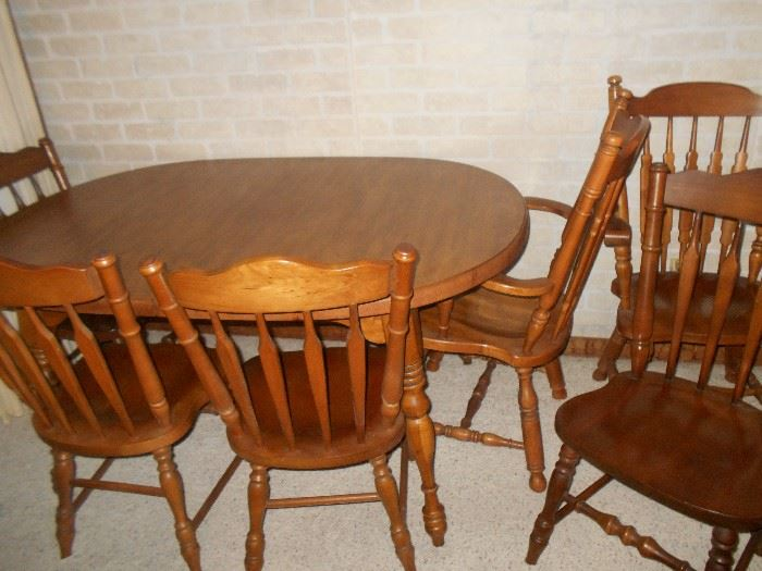 Matching hard rock maple dining table & 6 chairs