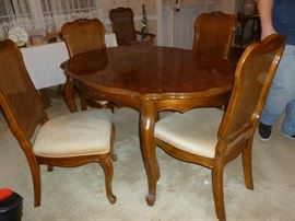 Beautiful dining room table w/6 chairs