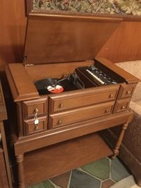 Cool stereo turntable.  Works great!