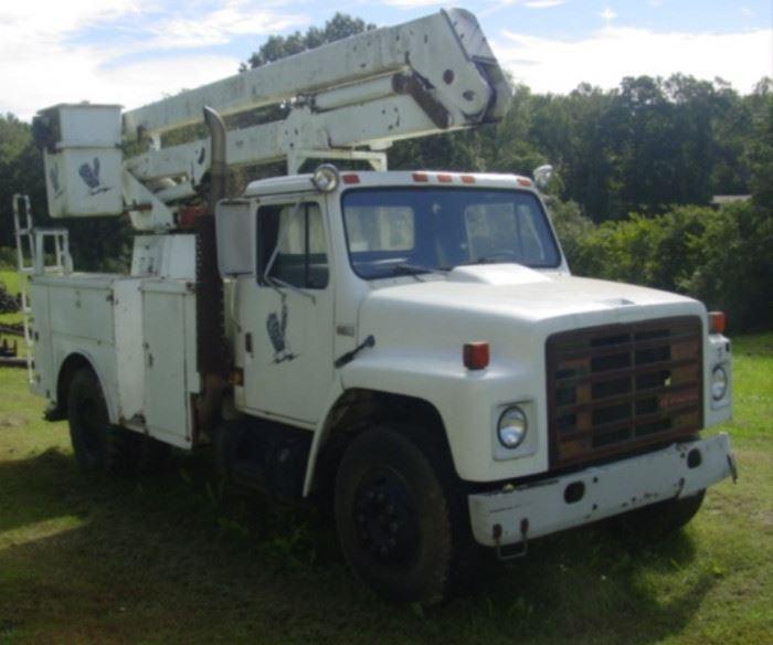 1988 International S1700 Bucket Truck