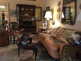 Living Room Filed with decoratives,