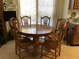 Solid Oak sturdy Amish style kitchen table round to oblong with extensions 6 chairs
