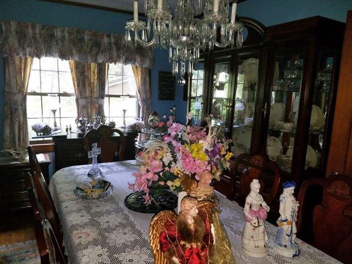 Furniture, glassware, collectables