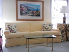 CLEAN PRETTY SOFAS. FRAMED ART, COFFE TABLES, LAMPS