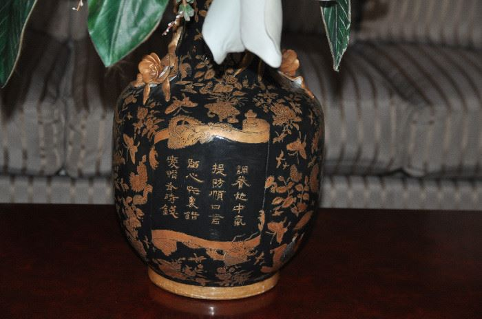 Great detail work on the large painted vase!