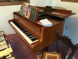 Yamaha baby grand piano G1