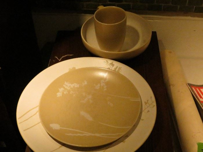 8 PLACE SETTINGS OF GIBSON CHINA.