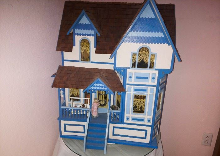 Doll house with all the trimmings