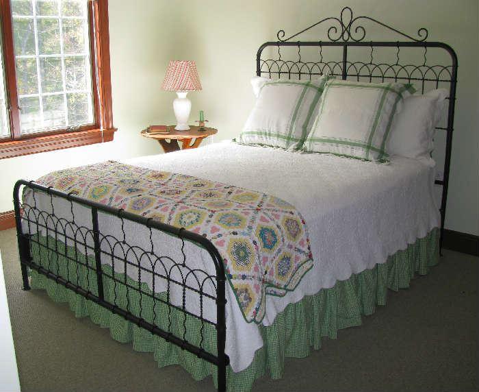 Garden Gate Queen Bed