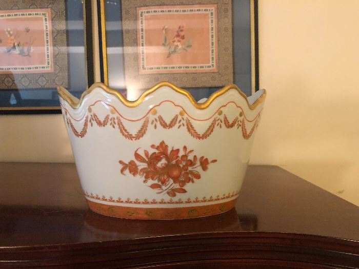 Mottahedeh porcelain pot/dish  with gold teim. Made in Portugal