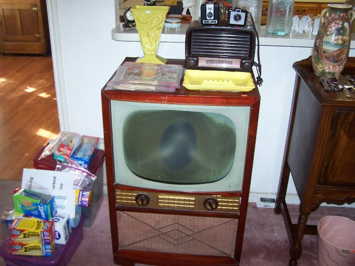 vintage tv - 1950's, bakelite radio