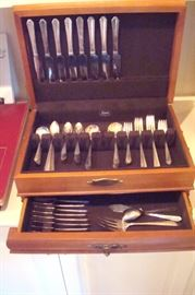 Set silverplate flatware and case.