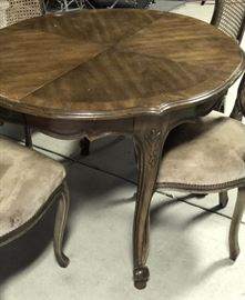 Vintage dining table ~ comes with two leaves and chairs