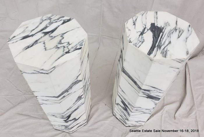 Octagonal black and white marble column.